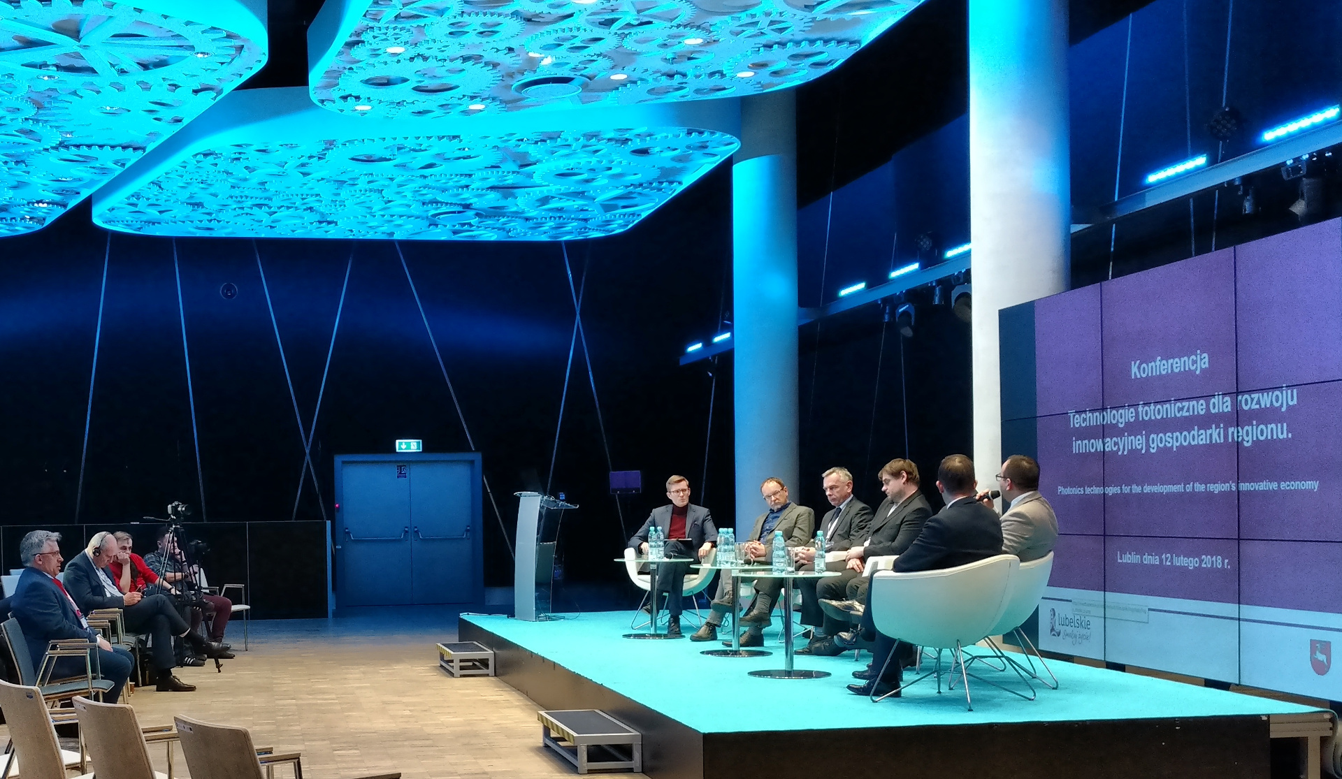 Tomasz Niedziałek, the CEO of EMBIQ and PhD. Eng. Wojciech Surtel took part in an expert discussion about photonics